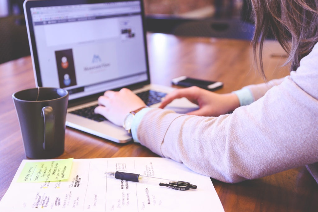 coworking space desk freelancer