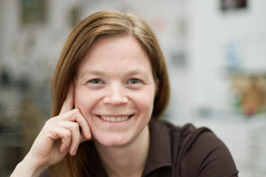 Jana Berthold lächelt freundlich in die Kamera