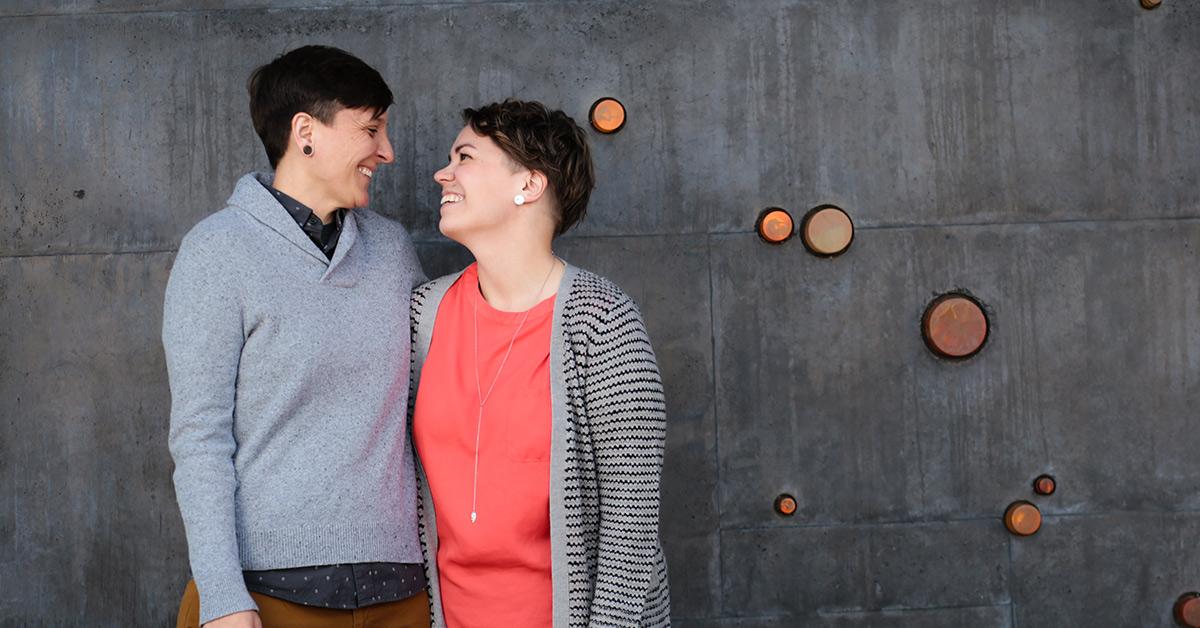 Improvisaatiokoulun perustajat Sara Palmer ja Kaisa Kokko-Palmer